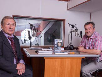 Генеральный директор ОАО «Молодая гвардия» Валентин Юркин и главный редактор радио «Книга» Егор Серов в эфирной студии