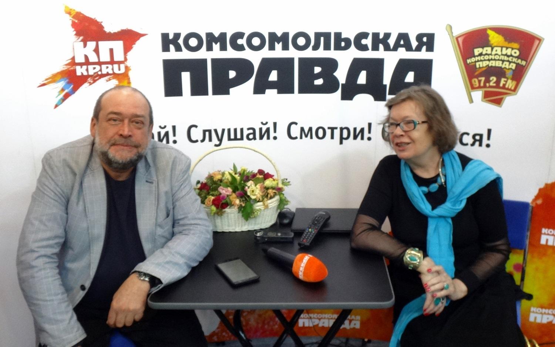 Алексей Панкин и Ольга Зиновьева на стенде «Комсомольской правды» на ММКВЯ-2017